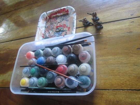 This is my portable workstation. Painting set of Citadel Paints,with company of 3 Warhammer Skaven Stormvermin.