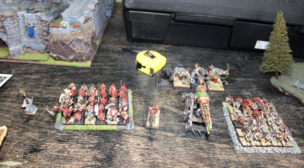 My little Skaven force. Too bad I haven't brought my Skaven miniatures with me:(