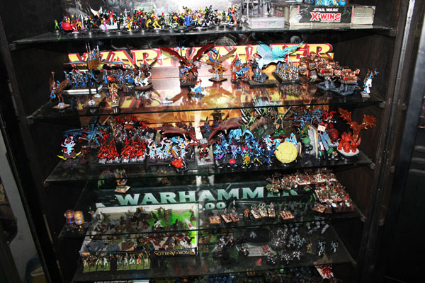 This cabinet holds lots of miniatures for WHFB, WH40k, Heroclix and X-xing.