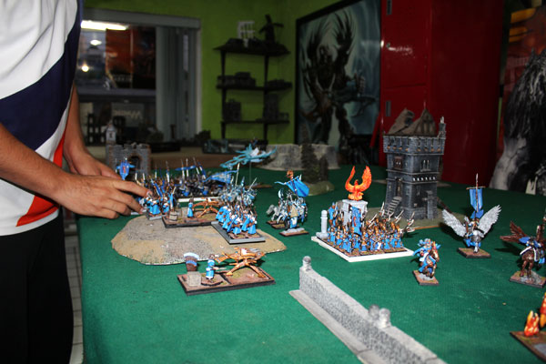 High Elves preparing to battle.