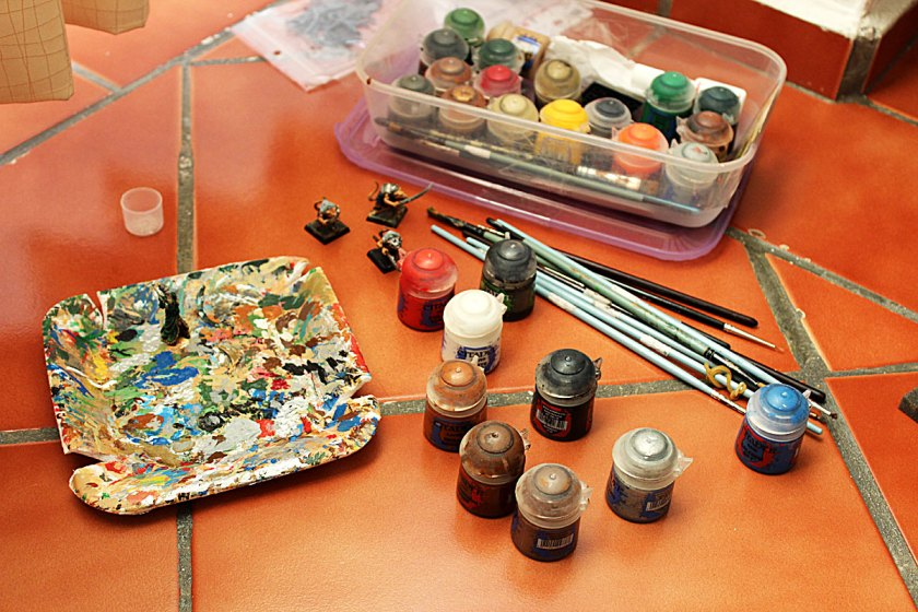 portable paint station or other travelling painting issues game of