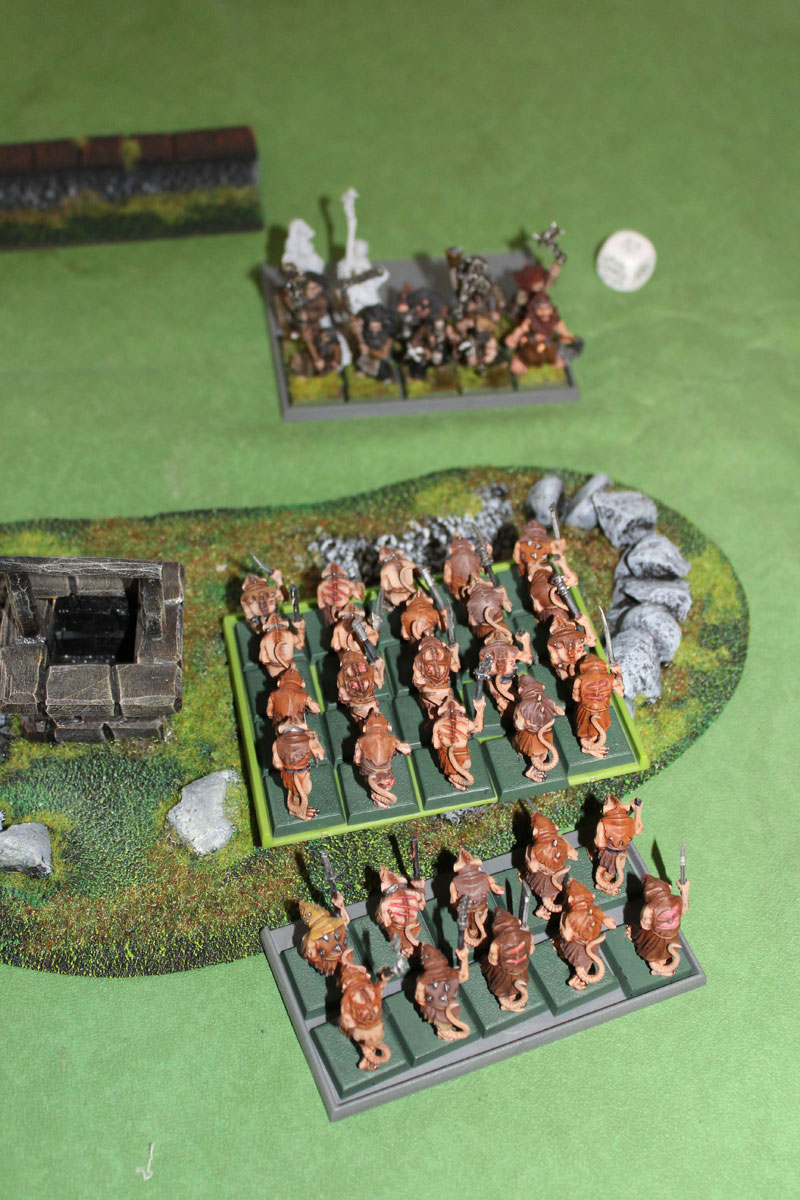 Skaven Slaves vs Flagellants.