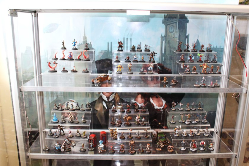 Showcase with Wolsung miniatures.