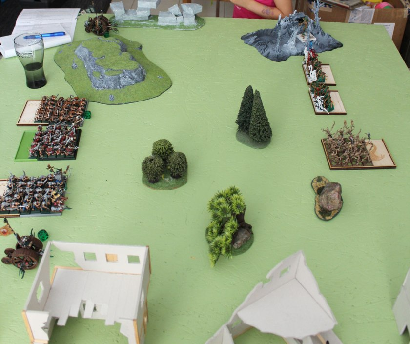 The deploymen. Skaven on the left (southern side) and Elves on the right ( forest line).