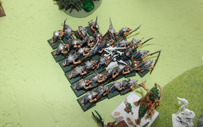 Clanrats on small square bases are able to reach enemy Elven Lord from three ranks.