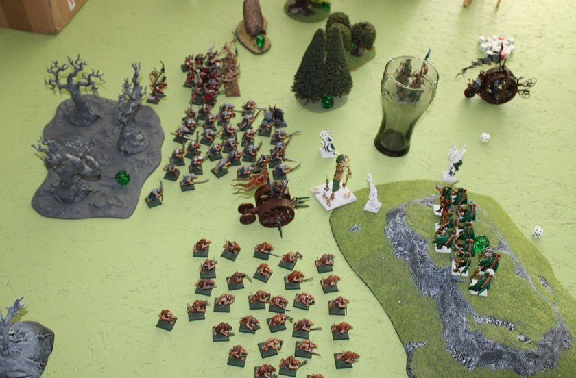 Meanwhile , all Skaven marched to Elves - Clanrats, Slaves and Doomwheels. All forward!